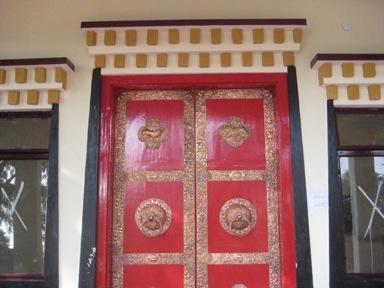 tibetan pictures,Tibetan Buddhist Temples,Tibetan Buddhism,india woman,hand made temple,3rd temple,tibetan pictures
