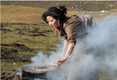 Picture of breakfast cooking on the Tibetan Plateau.