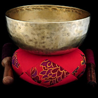 Tibetan Singing Bowls,Tibetan Pictures,chakra singing bowls,how to play use singing bowl,yoga om singing bowl